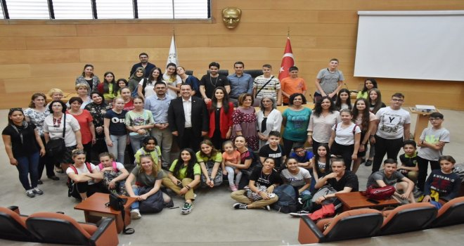 4 ülkeden gelen 37 öğrenci Başkan Dutlulu'yu ziyaret etti