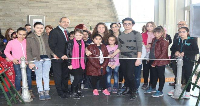 Akhisar Belediyesi Çocuk Resim sergisi açıldı