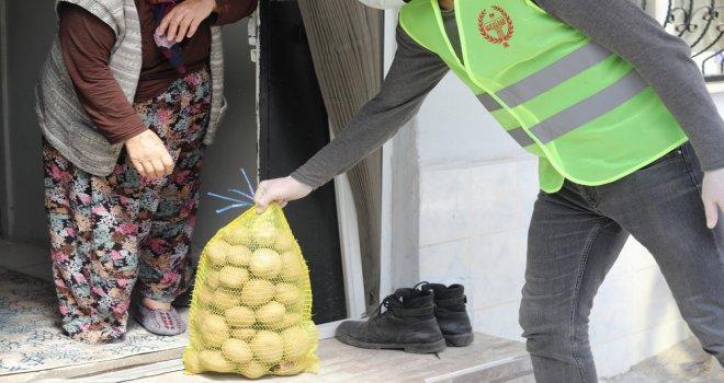 Akhisar Belediyesi, İhtiyaç Sahiplerine Ücretsiz Patates Dağıtıyor