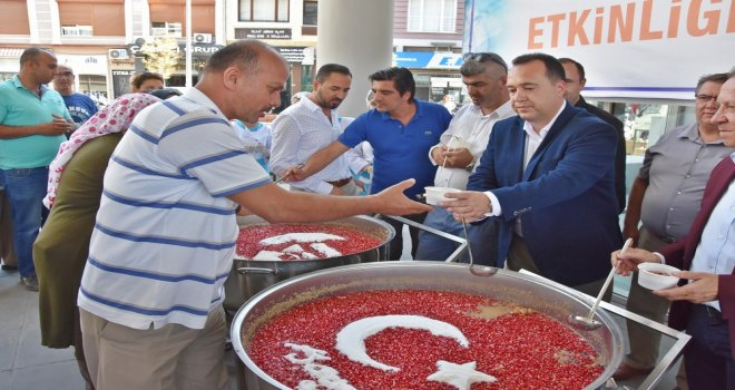Akhisar Belediyesi'nden aşure ikramı