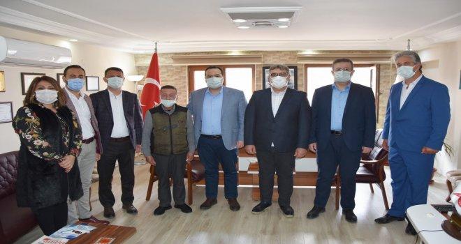 Akhisar Belediyesi'nden Kahvehane Esnafına Nakit Desteği Ve Gıda Yardımı