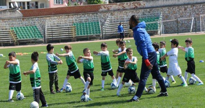 Akhisar Belediyespor futbol okulları başladı