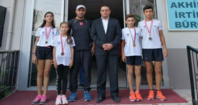 Akhisar Halk Eğitimi Merkezi Atletizm Kursiyerleri Başarılarına Bir Yenisini Ekledi