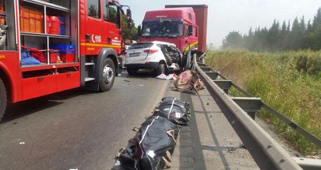 Akhisar-Saruhanlı arası kaza 2 ölü 3 yaralı