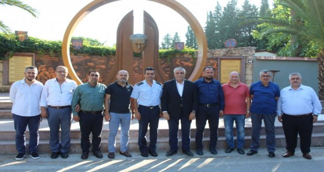 Akhisar Spor Yönetimi,Akhisar Hava Meydan ve Garnizon Komutanı Hava İstihkam Albay Mehmet ŞAHİN'i makamında ziyaret ettiler.