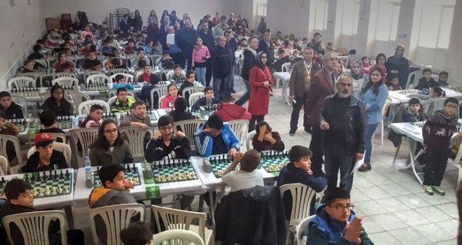 Akhisar Ulusal Egemenlik Bayramı satranç turnuvası yapıldı