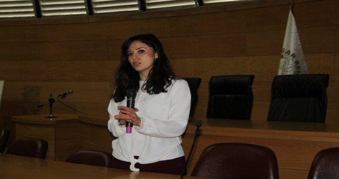 Akhisar'da 'Mutlu Çocuk Nasıl Yetiştirilir' Semineri