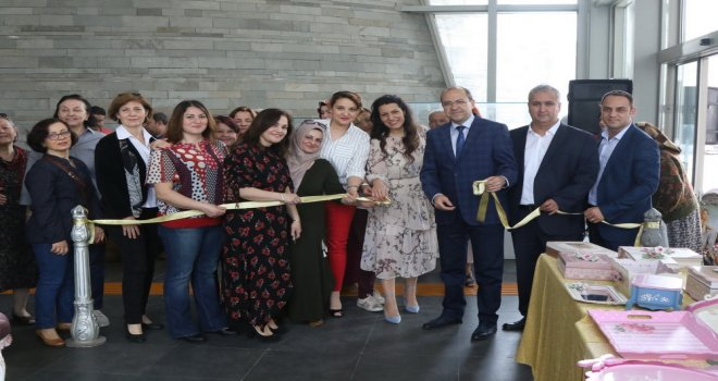 Akhisar'da mutluluk atölyesi sergisi açıldı