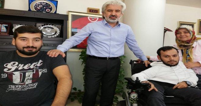 Akhisarlı engellilerden, Belediye Başkanı Salih Hızlı'ya ulaşım teşekkürü