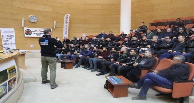 Akhisarlı motosikletçiler güvenlik ve ileri sürüş eğitimi alıyor