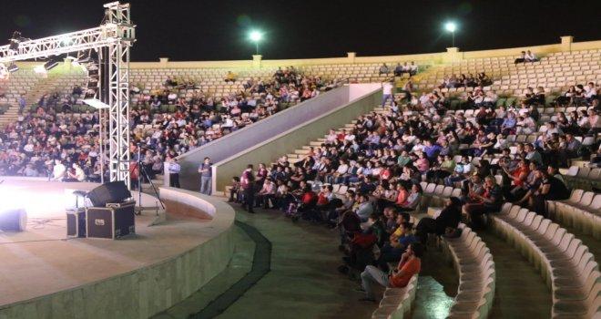 Akhisarlılar bir gecede Tiyatro ve THM Konseri zevki yaşadı