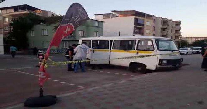 Atıl Durumdaki Minibüsten Ceset Çıktı