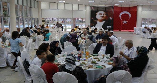 Başkan Dutlulu, bayram öncesi şehit yakınları ile yemekte buluştu