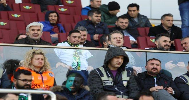 Başkan Hızlı, Filistinli Down Sendromlu Mohammad Al Taweel ile maç izledi