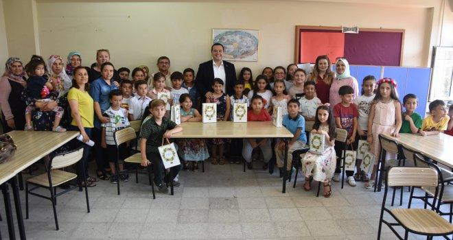 Belediye Başkanı Dutlulu, öğrencilere kitap dağıttı