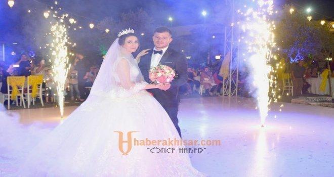 Buse Kara ve Mehmet Demirtaş En Mutlu Günü.