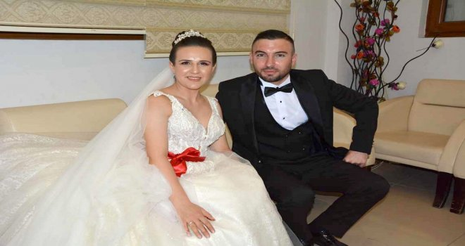Büşra ve Mehmet Çifti Sarı Salonda Dünya Evine Girdi