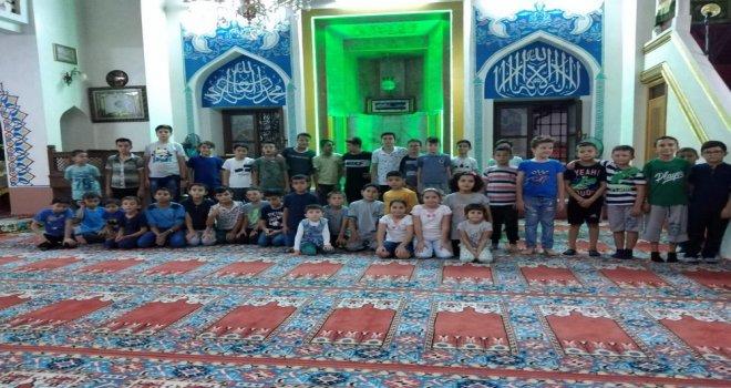 Cami Çocukla Buluştu
