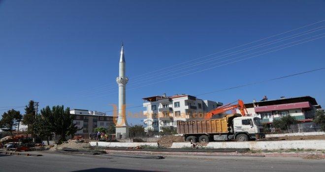 Depremde Hasar Görüp Yıkılan Camiye Belediye Destek Çıktı