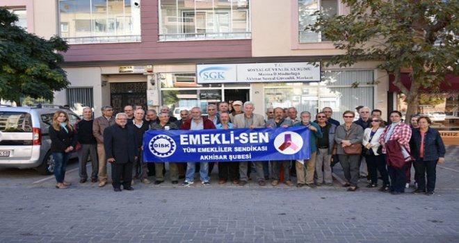 Emeklilere verilen promosyonu protesto ettiler