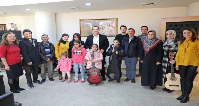 Görme ve İşitme Engellilere Akhisar Belediyesi'nden Destek