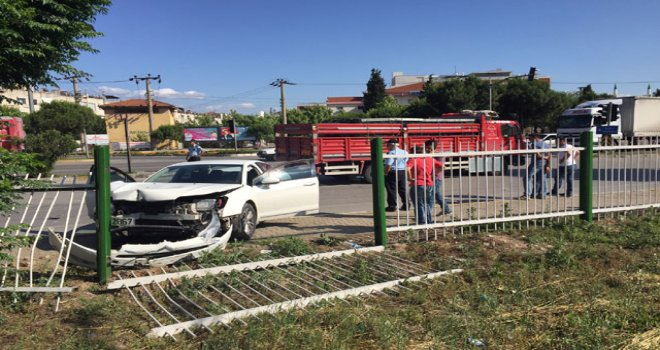 Hastane Kavşağında Kaza Ucuz Atlatıldı