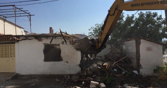 İmar Planında Yolda Kalan Binalar Yıkıldı