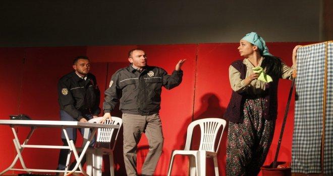 ''Kadınlık Bizde Kalsın'' Adlı Tiyatroya Yoğun İlgi