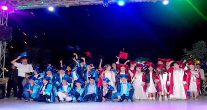 Mehmet Akif Ersoy İlköğretim Okulu Öğrencileri Mezuniyetlerini Kutladı