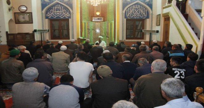 Miraç Kandili Akhisar'da dualarla kutlandı