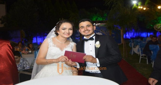 Özge ve Burak muhteşem bir düğün ile dünya evine girdi