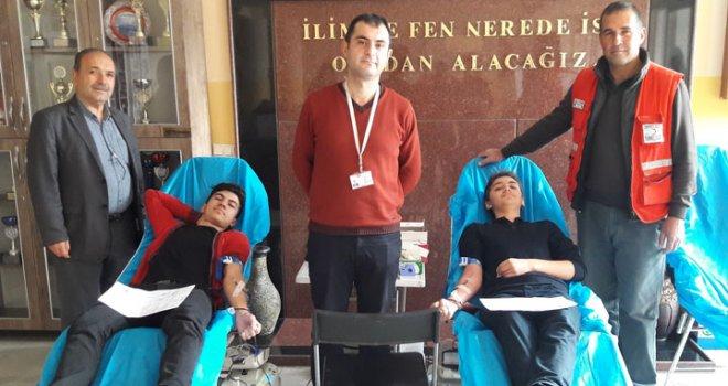 Şeyh İsa Anadolu Lisesi Kızılay'a 27 ünite kan bağışladı