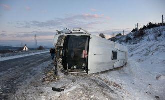 Akhisar'da Otobüs Şarampole Yuvarlandı