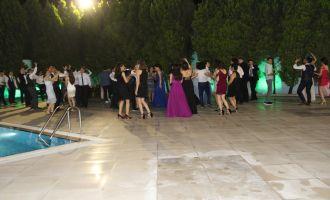 Akhisar Anadolu Lisesi Öğrencilerinin Mezuniyet Sevinci