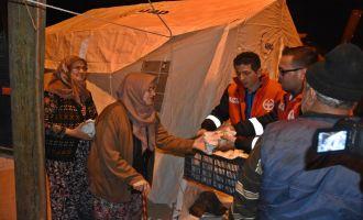 Akhisar Belediyesi Depremzedelerin İhtiyaçlarını Gideriyor