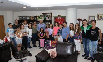 Akhisar Belediyesi Halk Oyunları ekibi Eşme festivalinden döndü