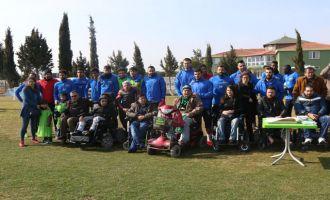 Akhisar Belediyespor'a Rize maçı öncesi engellilerden ziyaret