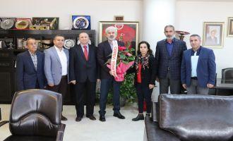 Akhisar Cemevi yeni yönetimi Belediye Başkanı Salih Hızlı'yı ziyaret etti