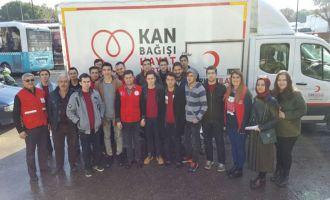 Akhisar Gençlik Merkezi, Kızılay' a kan bağışladı