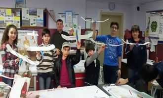 Akhisar Halk Eğitim Merkezinden model uçak yapımı kursu