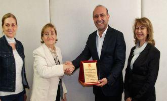 Akhisar Yardımseverler Derneğinden Abdurrahman Yılmaz'a teşekkür ziyareti