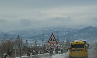 Akhisar-Zeytinliova yolu trafiğe kapandı