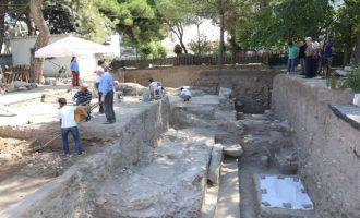 Akhisar'da, Roma dönemine ait tapınak gün yüzüne çıkıyor