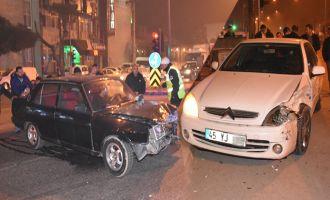 Akhisar'da tehlike saçan kavşakta yine kaza