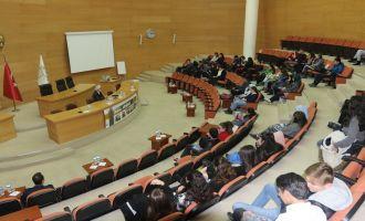 Akhisar'daki medeniyet söyleşilerinin bu haftaki konusu iktisat oldu