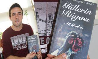 Akhisarlı genç yazar ilk şiir kitabını çıkardı