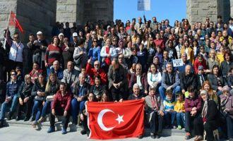Akhisarlı göçmenler 200 kişilik ekiple Çanakkale şehitliğini ziyaret etti