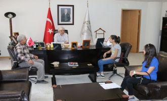 Başkan Hızlı, şiir dalında il birincisi olan Petek Çetin'i konuk etti