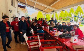 CHP kadın kolları, Down Cafe'yi ziyaret etti