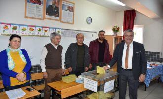 Cumhur İttifakı Belediye Başkan Adayı Eryüksel Oyunu Kullandı